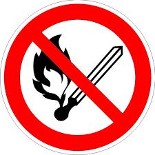 Знак запрещающий P02 Запрещается пользоваться открытым огнем и курить (Пленка 200 х 200)